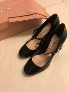 🎀全新正貨Miu Miu閃石扣 黑色漆皮 粗跟 高跟鞋
