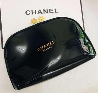 Chanel 化妝袋🎀黑色漆皮