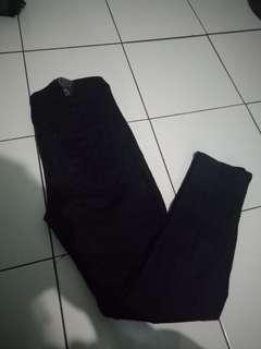 Jeans higwaish hitam uk 32