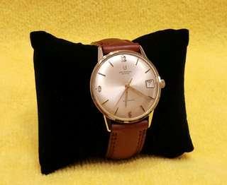 UNIVERSAL GENEVE 60年代機械自動及上鍊手錶。