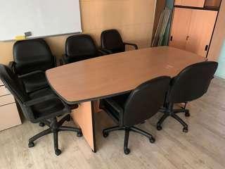 6人會議枱 及 黑色皮椅8張