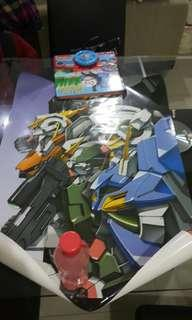 Gundam seed figurines and poster and cards