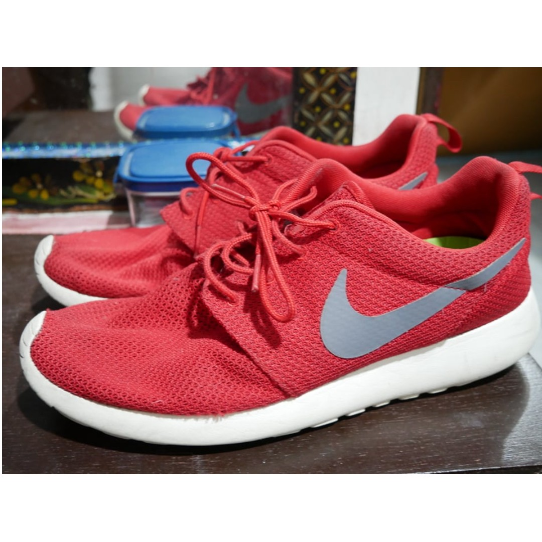 86ecab79d718 Authentic Nike Roshe run red white sz 9.5 Repriced rush