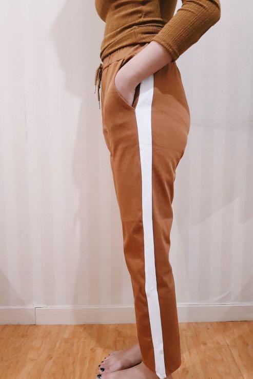 Celana Model Garis Pinggir Fesyen Wanita Pakaian Wanita Bawahan Di Carousell