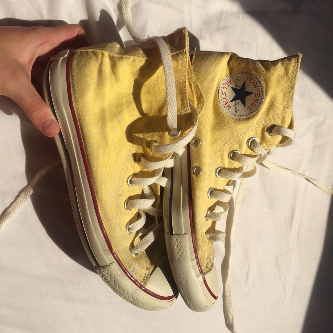 8430e5be1db44c Yellow converse all star chucks size 5