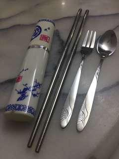 Portable fork, spoon and chopstick set