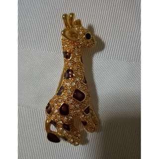 Gold Giraffe Brooch