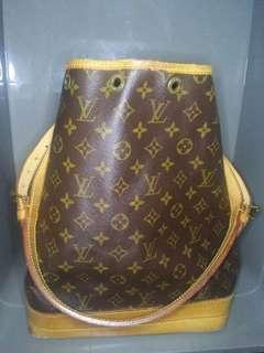 PRICE CHANGED- Louis Vuitton Shoulder bag