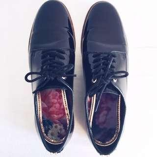 AUTHENTIC TED BAKER OXFORDS