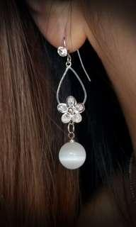Silver Color Swarovski  Opal Floral Earrings 銀色司華洛奇水晶貓眼石花形耳環