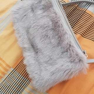 UNIQLO gray bag sling