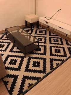 ⚫️⚪️black and white tribal rug