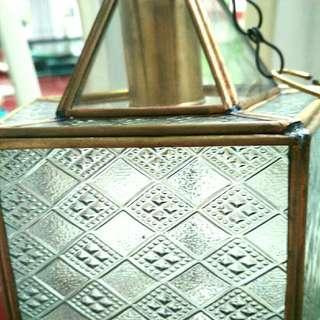Lampu gantung bentuk limas unik
