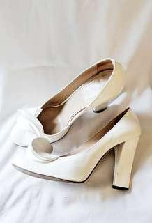 STUNNING Emporio Armani white heels pumps size 40 AU 8.5 or 9 wedding bridal