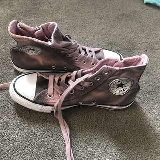 high top converse shoes size 6/7