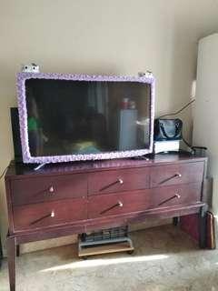 Lemari TV (tidak termasuk TV) bahan kayu bagus model klasik