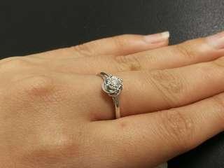 18k金批花鑽石戒指