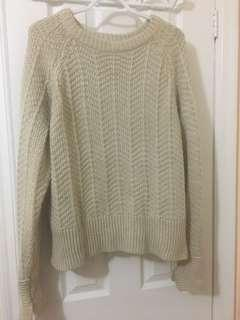 H and M White chunky sweater size M