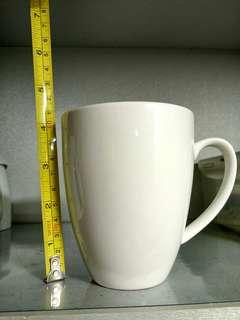 White mugs or cups