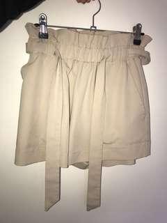 Loose beige shorts