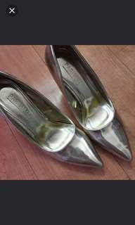 Parisian gold heels