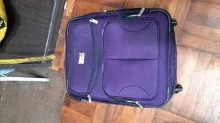 VIA Rail Canada行李箱20x15x10寸二手八成新底部膠有破壞西貢區