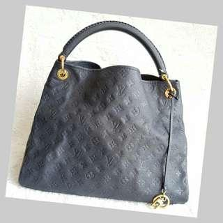 LV Artsy shoulder bag