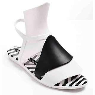 🚚 Melissa+ GARETH PUGH 設計師款 香香鞋 巴西尺寸33/34,35,36,37,38,39/40 -白/黑色