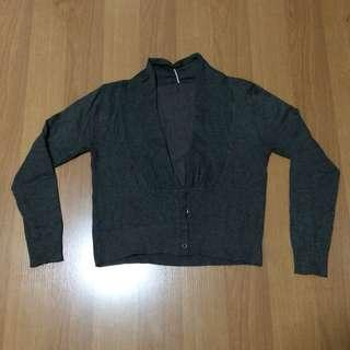 New:Gray knitted cardigan