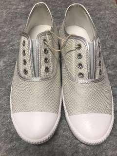 🈹(38號) Seeds 銀色sneakers 休闲鞋