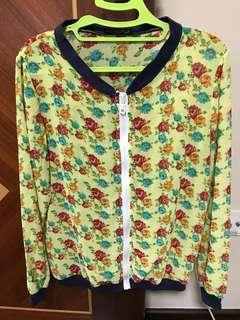 Flowery translucent jacket with zip