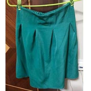 Green skirt with elastic waist band