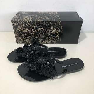 🚚 Melissa 香香鞋 巴西尺寸35,38(Mel 設計師簍空 立體雕花夾腳平底拖鞋-黑色)