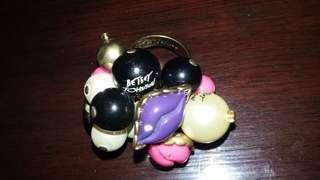 Betsey Johnsons ring