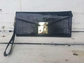 Dompet croco hitam