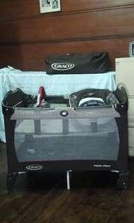Graco Pack n Play with reversible napper