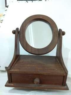 古典木料桌上梳装玻璃境小宝台。高11寸阔8.5寸宽5.5寸,完整無缺