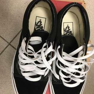 9成全新 正版 VANS 女款鞋 23.5公分  6.5吋 因尺寸太小,只穿過2次 附鞋盒