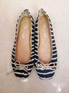 Flat dollshoes