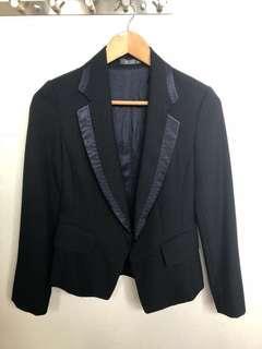 九成新Wanko深藍色西裝外套(修腰款)$40