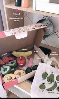 Wooden fruits set