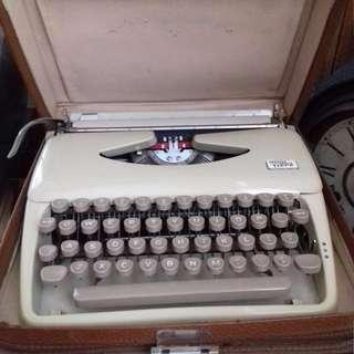 Vintage Triumph Typewriter