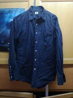 Uniqlo 深藍色花紋恤衫