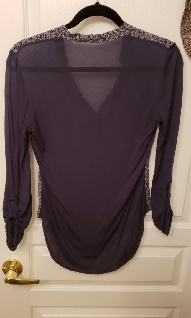 XS Aritzia Babaton Silk Front t-shirt