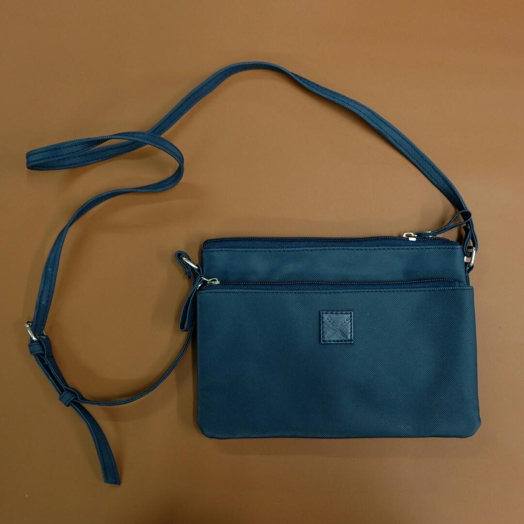 d8d333f0ca7b Brand New and Authentic Regatta Sling Bag
