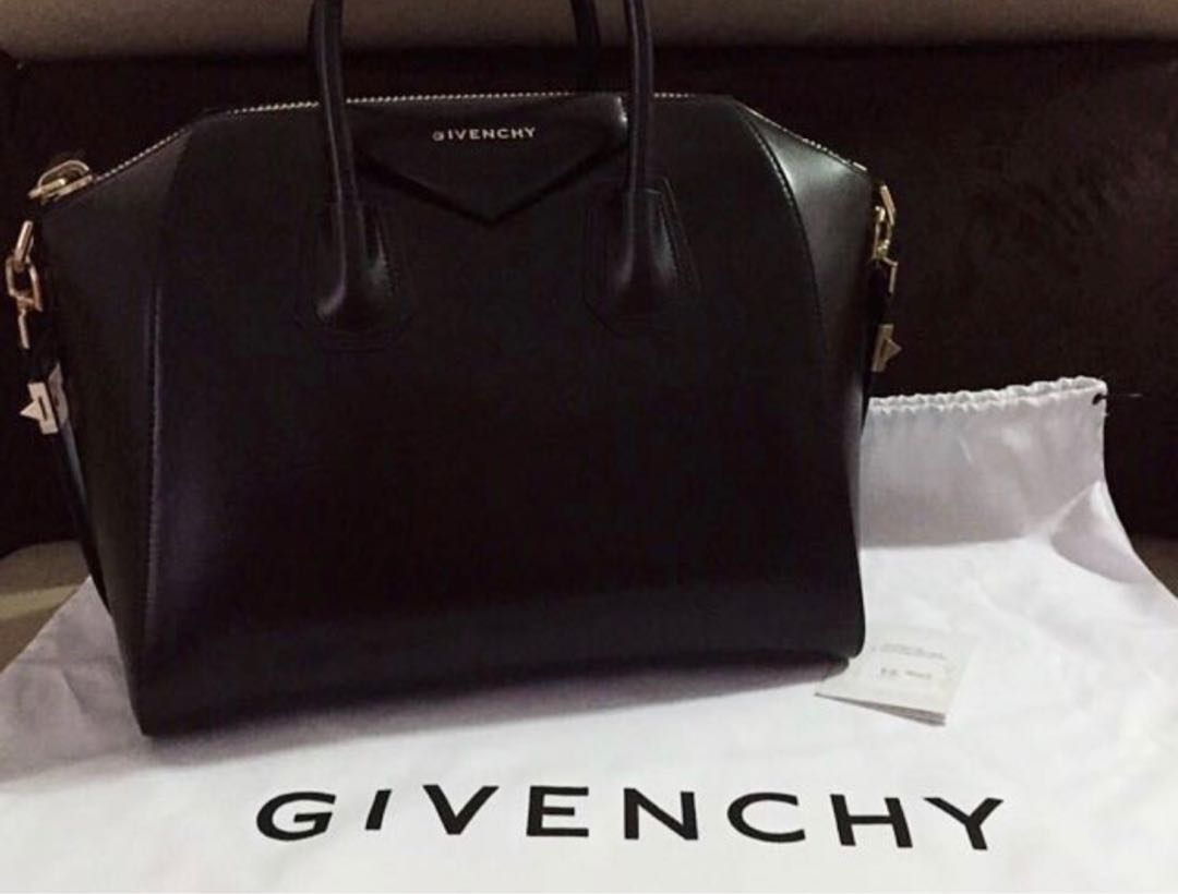 d69bdc84d6 Givenchy Antigona Bag in Black Smooth Leather (small)