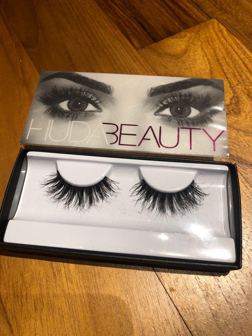 36a33a1feb7 Huda Beauty Lashes Samantha 7 New, Health & Beauty, Makeup on Carousell