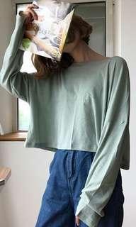 薄荷綠薄長袖,短版。