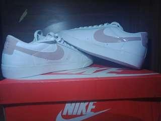 Sepatu Nike Blazer Low LE