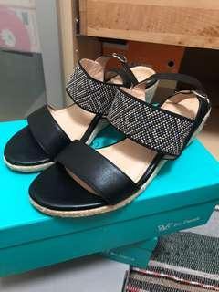 🚚 Bo Derek 楔型涼鞋 8成新 新光南西購入 附鞋盒